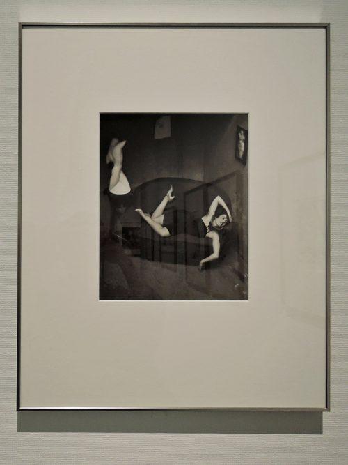 アンドレ・ケルテス「諷刺的な踊り子、パリ」