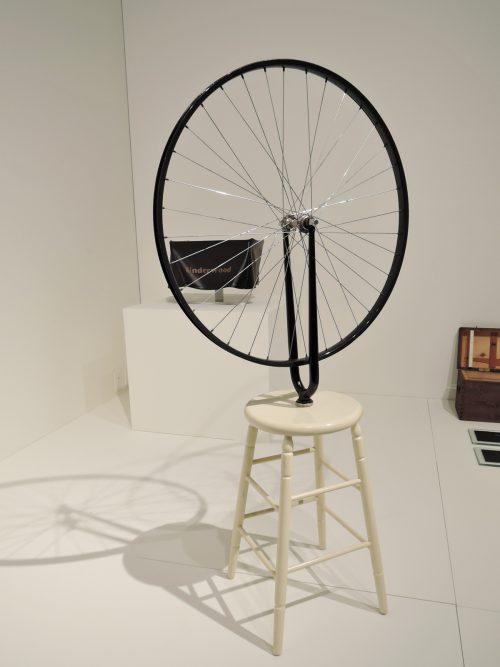 マルセル・デュシャン「自転車の車輪」